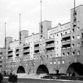 Elly Niebuhr Heiligenstädter Hof (Karl-Marx-Hof), 1937– 1938 Inkjet Druck Zeitgenössischer Abzug vom Original- Negativ Nachlass Elly Niebuhr, Universität für angewandte Kunst Wien, Kunstsammlung und Archiv