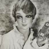 ingl+pit Pétrole Hahn, Hairconditioner. Advertisement, 1931 (Pétrole Hahn, Haarspülmittel. Werbung) Silbergelatineabzug auf Baryt Museum Folkwang, Essen