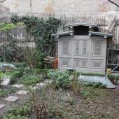 Denkmalgeschütztes Toilettenhaus im Hof des Mietshauses in der Fichtestraße 2 in Berlin-Kreuzberg