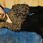 Lotte Laserstein, Liegendes Mädchen auf Blau, um 1931, Privatbesitz, Courtesy Das Verborgene Museum, Berlin, © VG Bild-Kunst, Bonn 2019