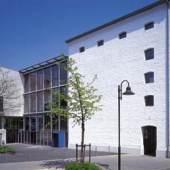 Außenansicht des Glasmalerei-Museum Linnich von der Rurstraße