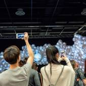 """Installation """"NEGUA"""" des Kölner Künstlerduos KALYPSO (2. Platz 2015) im Rahmen der Sonderausstellung auf der BLOOOM – the converging art show © Achim Hehn"""