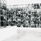 Christian Boltanski Menschlich, 1994 ca. 1200 Schwarzweißfotografien, Gesamtmaß variabel Sammlung Kunstmuseum Wolfsburg Ausstellung: Galerie Kewenig, Frechen, 1996 Foto: Helge Mundt © VG Bild-Kunst, Bonn 2013