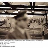 Christian Borchert, Öffnung der Grenze - 10. November 1989 - Bornholmer Straße - von Berlin-Ost, Zyklus Berliner Mauer, s/w Fotografie Kunstfonds, Inv. Nr. G 52/96 Foto: Stefanie Recsko © Staatliche Kunstsammlung Dresden