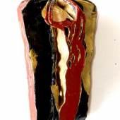 Eines der derzeit im Alamannenmuseum in Ellwangen gezeigten Buchobjekte von Peter Otto Hilsenbek ist die 2009 entstandene Arbeit Kreuzigung IV, Schwarz-Rot-Gold (Bücher gewässert, gebrannt und gebürstet) (Foto: Museum).