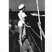 Helmut Newton Winnie on Deck, Off the coast of Cannes Schätzwert 20.000 / 30.000 € Versteigert um 73.500 € in Paris © Artcurial