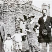CADELL WITH THE HARRISON FAMILY AT TANTALLON CASTLE, 1936