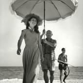 Golfe-Juan, Frankreich, August 1948: Pablo Picasso und Françoise Gilot, Fotografie von Robert Capa