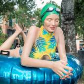 Carole Feuerman Next Summer  99 x 137 x 127 cm