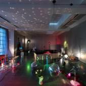 Marc Camille Chaimowicz | An Autumn Lexicon | Installationsansicht Serpentine Gallery | 2016 Courtesy: Der Künstler und Serpentine Gallery, London Foto: Hugo Glendinning