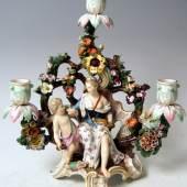 Kerzenleuchter Meissen Porzellan, farbig bemalt Mädchen mit Putto, umrankt von Blüten und Blättern Meissen um 1860 Höhe: 32 cm   Zur Verfügung gestellt von: city-antik / Kunsthandel