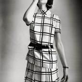 Modeaufnahme, Modell von Couturier André Courrèges, 1968. © Foto Skrein