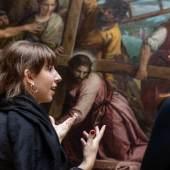 Mitarbeiterinnen beraten über Vermittlung der Kreuztragung von Veronese Gemäldegalerie Alte Meister und Skulpturensammlung bis 1800  © SKD, Foto: David Pinzer