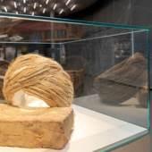 """Ausstellungsansicht """"KUNST ⇆ HANDWERK"""", 2019, Werke von Slavs and Tatars, Foto: Universalmuseum Joanneum/N. Lackner"""
