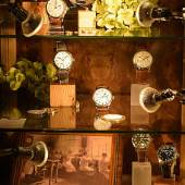 """Auch diesmal ein wichtiges Messethema: Uhren gab es auf der """"Art & Antik Messe Münster"""" in großer Zahl, ob als klassische Armbanduhren oder in ausgefalleneren Varianten. Foto: Peter Grewer"""