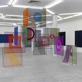 Elsi Giauque Éléments textiles dans l'espace, 1970/72 Kunstsammlung der Stadt Biel Ausstellungsansicht aus Textiles: Open Letter, Museum Abteiberg, DE Foto: Achim Kukulies