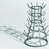 Marcel Duchamp: Flaschentrockner, Ready-Made: Stahl, verzinkt, 1964 (Replik des Originals von 1914, angefertigt unter der Aufsicht von M. Duchamp. Ex. 1/8), Staatsgalerie Stuttgart © Association Marcel Duchamp / VG Bild-Kunst, Bonn 2017