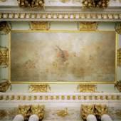 """Restaurierungbedürftig: Das von Johann Harper 1746 geschaffene Deckengemälde """"Flora mit Genien"""" im Vestibül des Schlosses Sanssouci. Foto: SPSG/Hillert Ibbeken"""