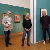 Gruppenfoto,  v. l. n. r.: Peter Peer (Leiter Neue Galerie Graz), Gudrun Danzer (Kuratorin) und Günther Holler-Schuster (Kurator), Foto: Universalmuseum Joanneum/J.J. Kucek