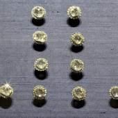 10 Rockknöpfe aus der Diamantrosengarnitur (einzelne erhalten) Jean Jacques Pallard, Genf 1753, Inv.-Nr. VIII 9/1-10