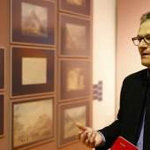 Kurator und Museumsleiter Karlheinz Wirnsberger in der neuen Ausstellung. Foto: Universalmuseum Joanneum/C. Nestroy