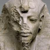 Oberteil einer Kolossalstatue des Tutanchamun oder Eje (Ausschnitt) © Staatliche Museen zu Berlin, Ägyptisches Museum und Papyrussammlung / Foto: Sandra Steiß