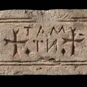 Grabstein mit tabula ansata und Kreuzen, 6./7. Jahrhundert © Staatliche Museen zu Berlin, Skulpturensammlung und Museum für Byzantinische Kunst / Foto: Antje Voigt