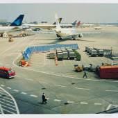 """Peter Fischli (1952) / David Weiss (1946-2012) Airport   1994 Schätzpreis: 1.000 – 1.200 Euro Aus der Auktion """"Photography"""""""