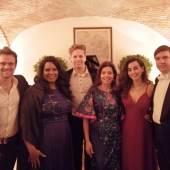 Luke Sinclair, Sarai Cole, Audrius Martisius, Melinda Haiter, Ezgi Alhuda und Pianist Pavel Kachnov (v.l.n.r.)