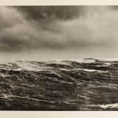 Larisch-Moennich, F. (J.) von, Das Weltmeer. Wellen der Hochsee und Brandung (Deckeltitel). 2 Bde. Zus. 26 Photographien (49 x 70 cm). Ca. 1910-20. Schätzpreis:12.000 EUR