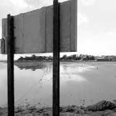 David Claerbout, The Quiet Shore, 2011. Videostill Einkanal-Videoprojektion, schwarz & weiß, ca. 32 Minuten. Courtesy of David Claerbout, Sean Kelly Gallery, New York und Galerie Esther Schipper, Berlin.
