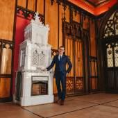 Dr. Oliver Götze, Direktor des DB Museums, präsentiert den neuen Hochzeitssaal (Foto: DB Museum / Mauro Esposito)