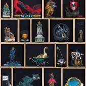 Deborah Sengl, MINIMUNDUS, 2018, 17-teilige Bilderserie in Setzkastenform            Acryl auf Leinen in Holzkassetten, 160x140 cm
