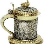 Ein wahres Prunkstück ist dieser reich verzierte Deckelhumpen (Leipzig, um 1699/1700, Johann Paul Schmidt) Schätzpreis 16 000 Euro