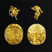 """Bernard De Leye Two Italian oval miniatures representing « The Last Supper » and """"The Manna of Heaven"""" Gold H 8,5 x W 7,5 cm Weight : 16 et 18 gr. Renaissance period, 17th century Two putti Gold H 5,7 and 6,3 cm Weight: 12 gr. for the pair Rome, 17th century"""