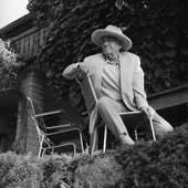 Otto Dix vor seinen Haus