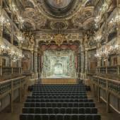 Bildtitel: Markgräfliches Opernhaus Bayreuth nach der Restaurierung, Blick zur Bühne mit neu rekonstruiertem Bühnenbild