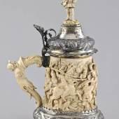 Elfenbeinschnitzerei und Silbermontierungen, Hanau um 1900, wurde bei 4.800 € zugeschlagen (Limit 3.500 €)
