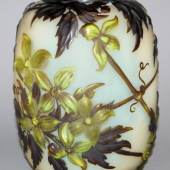 "Emile Gallé, große Cameo-Vase ""Clematis Soufflé"", Nancy um 1910 Schätzpreis:8.000 - 9.000 EUR"