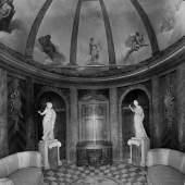 Historische Aufnahme: Blick in den einst kostbar ausgestatteten Innenraum der Eremitage. Foto: SPSGar au