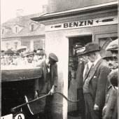 Eröffnung der ersten Tankstelle Österreichs am Jakominiplatz in Graz, 1924, Lizenzfrei