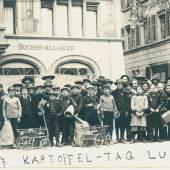 Kinder beteiligen sich an einer Saatkartoffelsammelaktion in Luzern, 1917 © Stadtarchiv Luzern