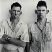 Dresie and Casie, twins, Western Transvaal, 1993 aus der Serie Platteland © Roger Ballen