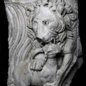 Galerie Chenel, Fragment of a Sarcophagus Roman, end of the 2nd century AD Marble H 67 x W 50 cm
