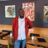 (Bild Godwin Adjei Sowah; Bildnachweis: Godwin Adjei Sowah)): Stellt aus und zeigt Live-Painting auf der ARTe: Der ghanaische Maler Godwin Adjei Sowah.