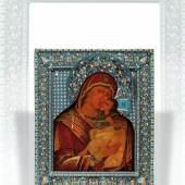 Moskauer Ikone mit Cloisonnè Oklad, Gottesmutter von Wladimir, 46,5 x 38,5 cm, hervorragend gearbeitete Ikone aus dem frühen 17. Jahrhundert mit späterem Oklad des bekannten Cloisonnè-Meisters Wasilij Semenwitsch Salmatin. erzielter Preis € 207.700