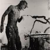 Günter Brus, Aktion Ana, 1964,  S/W-Fotografie, 60 x 50 cm, BRUSEUM/Neue Galerie Graz, UMJ
