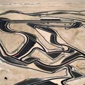 Andreas Gursky, Bahrain I, 2005, C-Print, 306 x 221,5 x 6,2 cm (gerahmt), © Andreas Gursky / VG Bild-Kunst, Bonn 2012, Courtesy: Sprüth Magers Berlin London