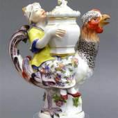 Hahnreiterdose Porzellan, bunt bemalt, Chinese mit einem Vorratstopf sitzt auf einem Gockel, Mindestpreis:1.200 EUR