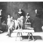 """Hans Stangl im Atelier, mit der """"Ruhenden"""" Foto: Franz Marc Museum"""
